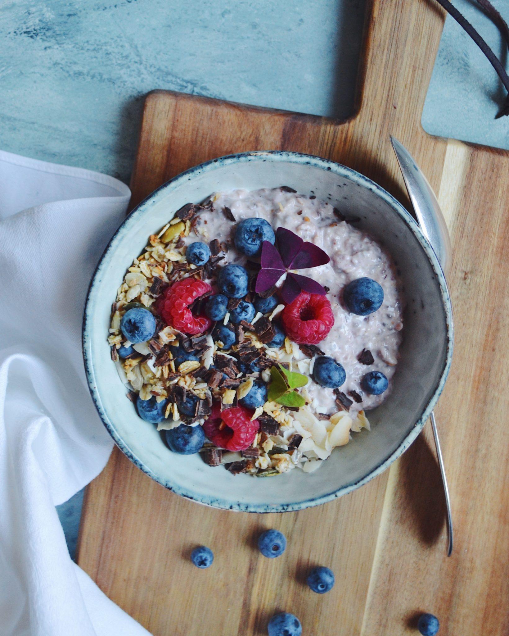 Overnight oats med vanilje, kokos og bær