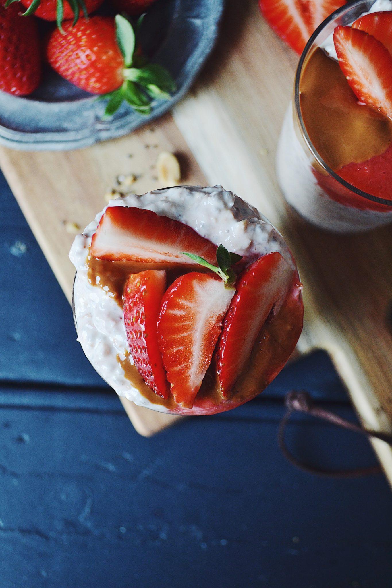 Overnight oats med peanutbutter og jordbær