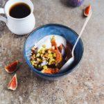 Havregrød med bagte figner, pistacienødder og skyr 1