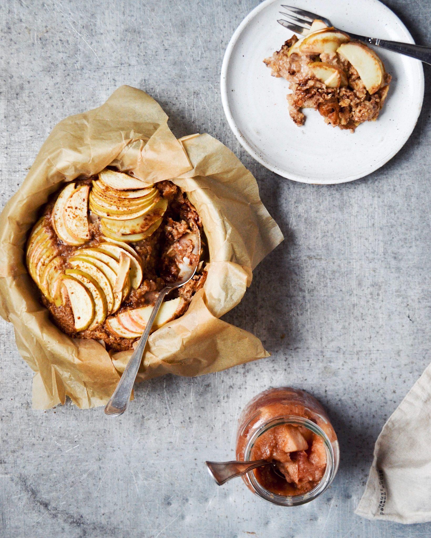 Ovnbagt grød med æble, peanutbutter og mørk chokolade