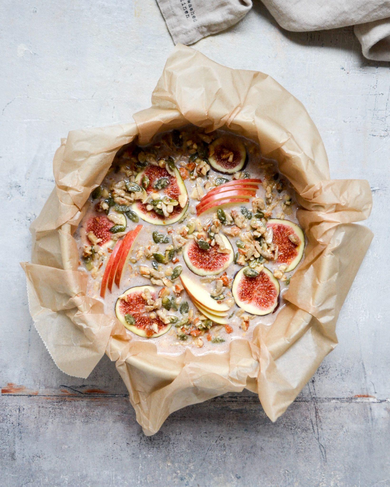 bagt müsligrød med tain, æbler og figner
