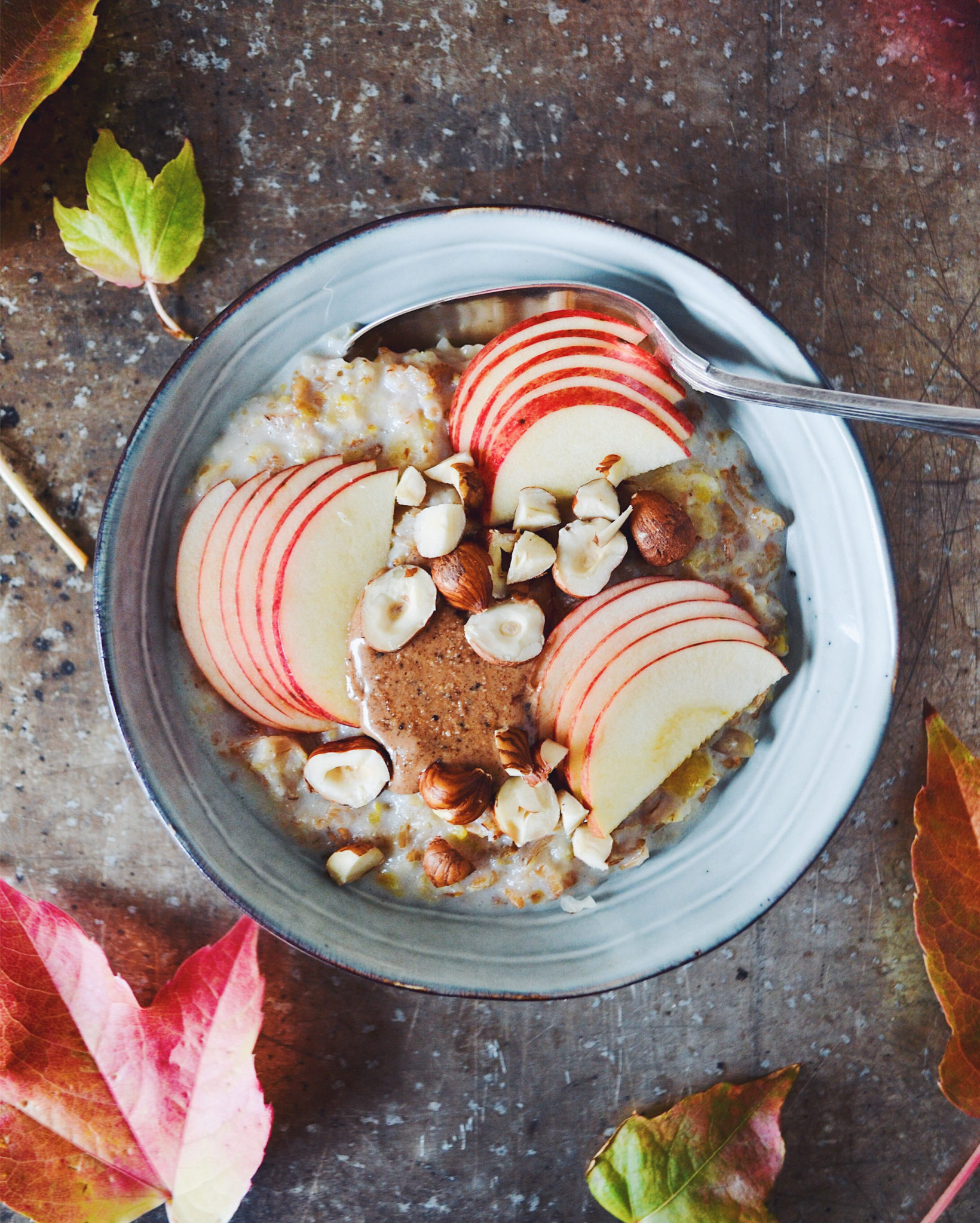 Mysligrød med æble og nougat nøddesmør efterårsgrød morgenmad