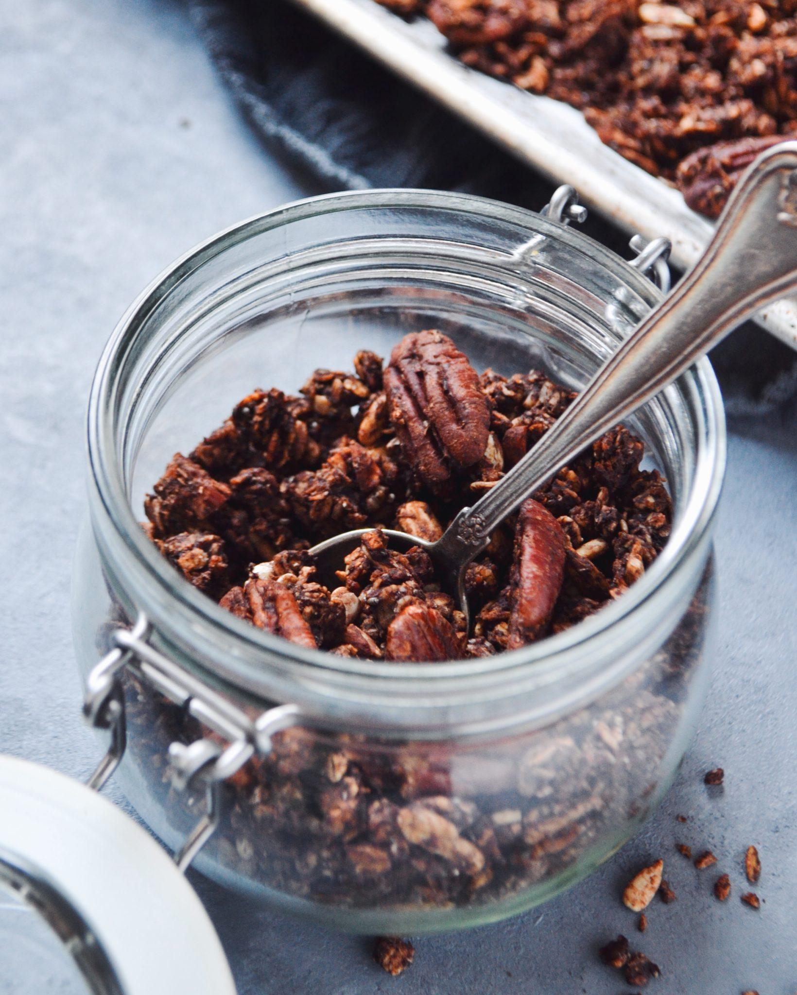 chunky granola med kakao og havsalt