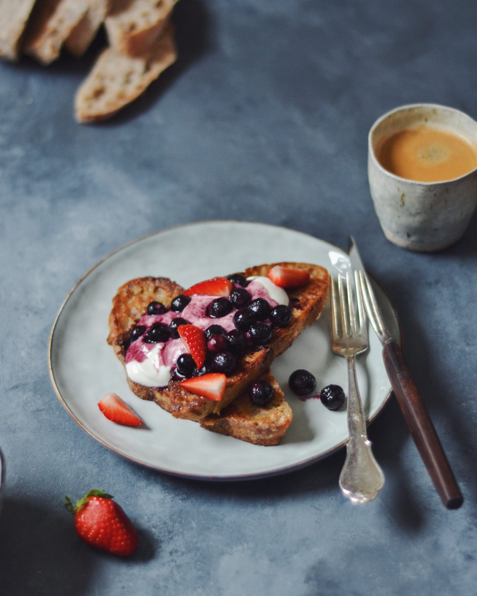 French toast arme riddere med blåbær og skyr