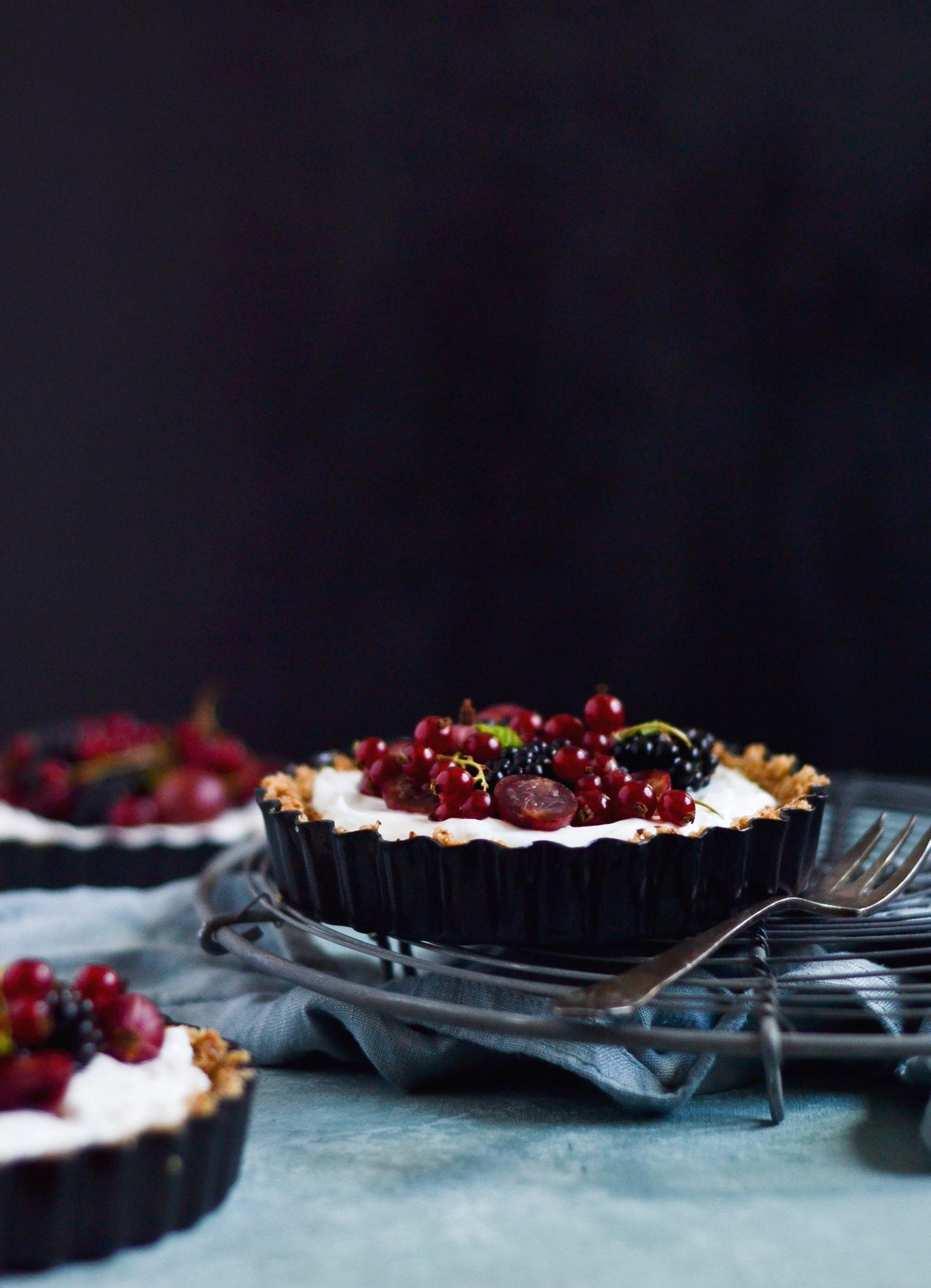 morgenmadstærte med bær og græsk yoghurt