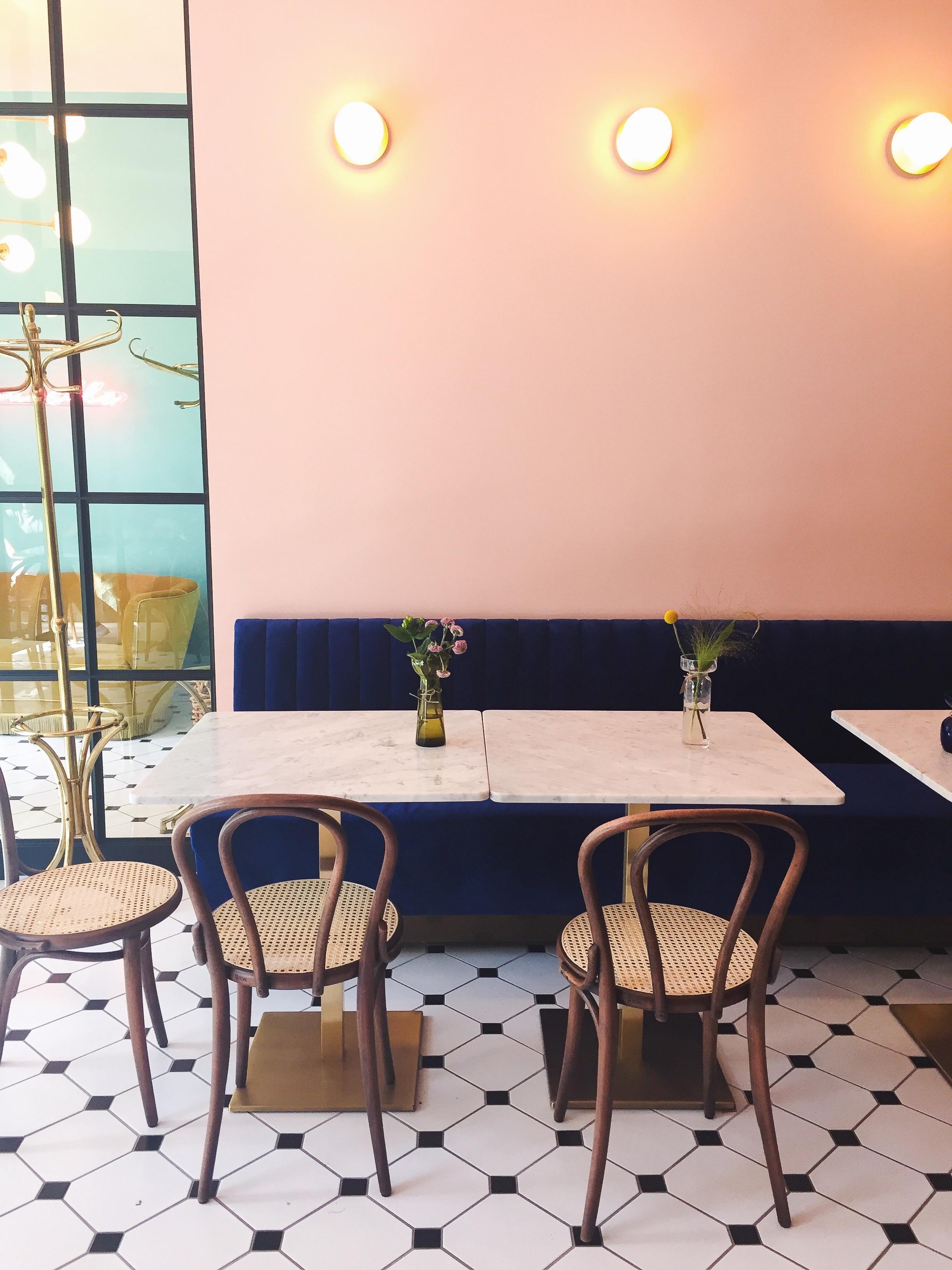 Glimmer på en tirsdag og anbefaling af en ny morgenmadscafé i Odense