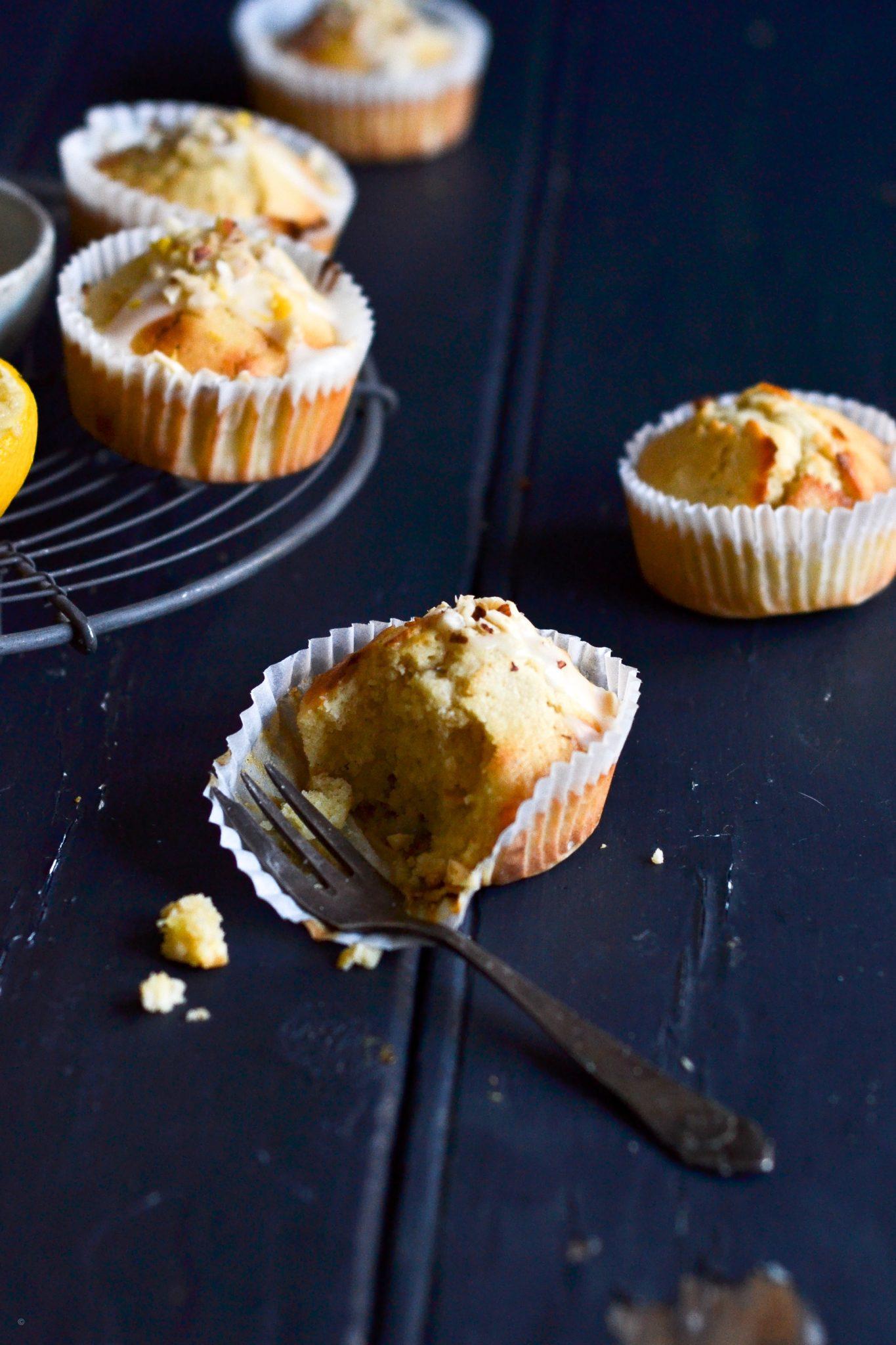 citronmuffins med marcipan og kardemomme