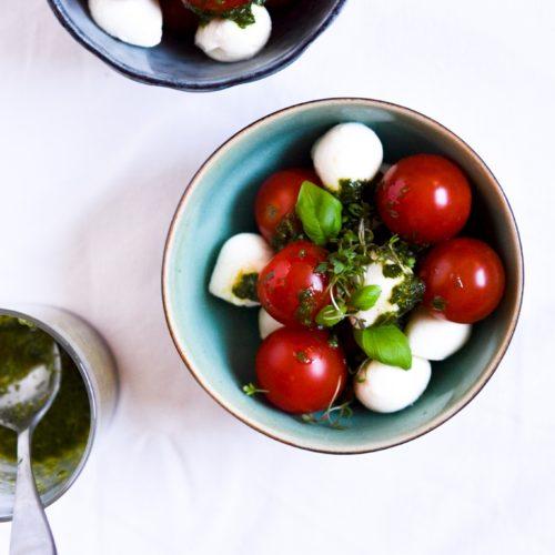 Tomat og mozzarella med basilikumsolie 2