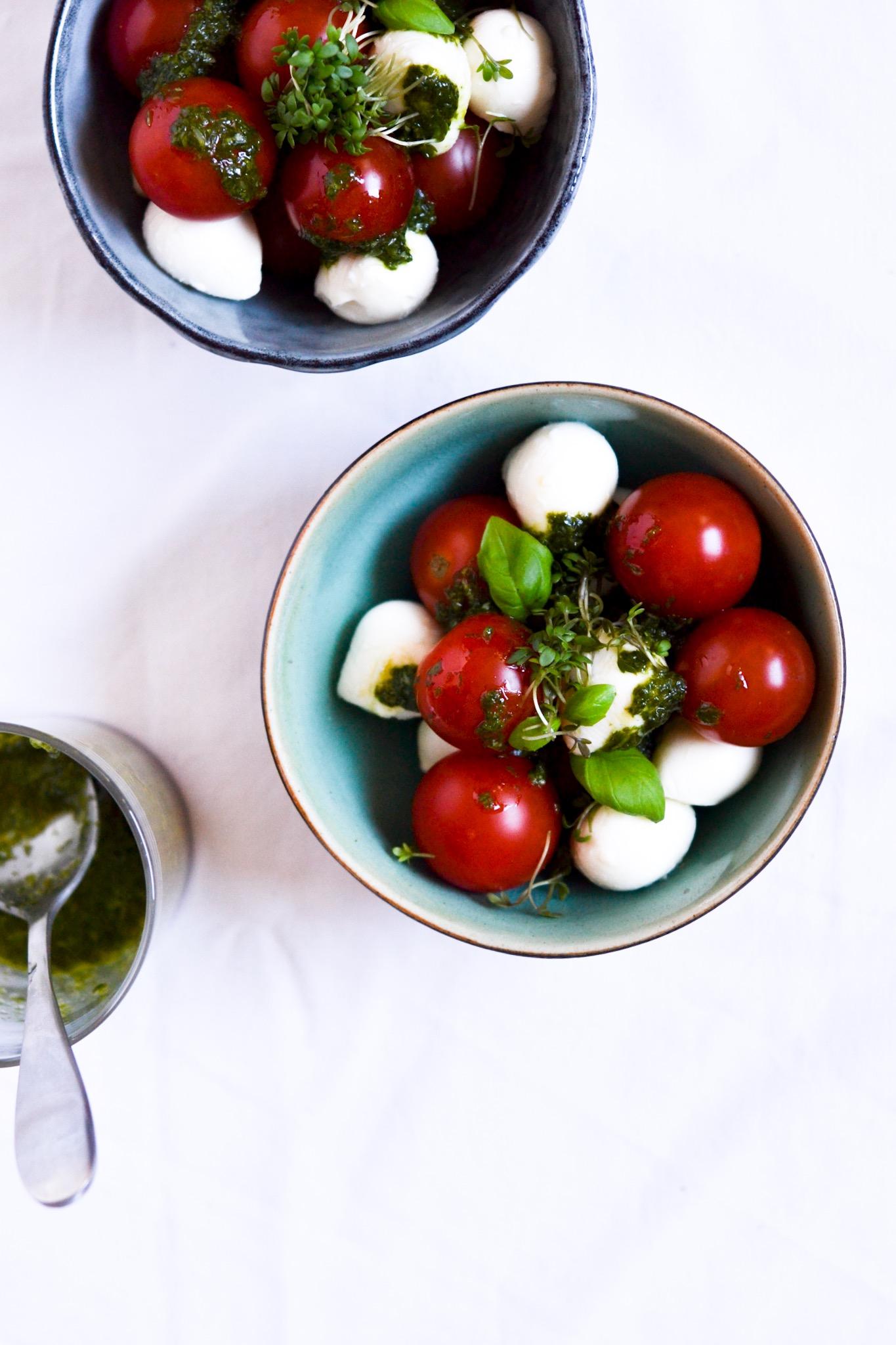 Tomat og mozzarella med basilikumsolie 1