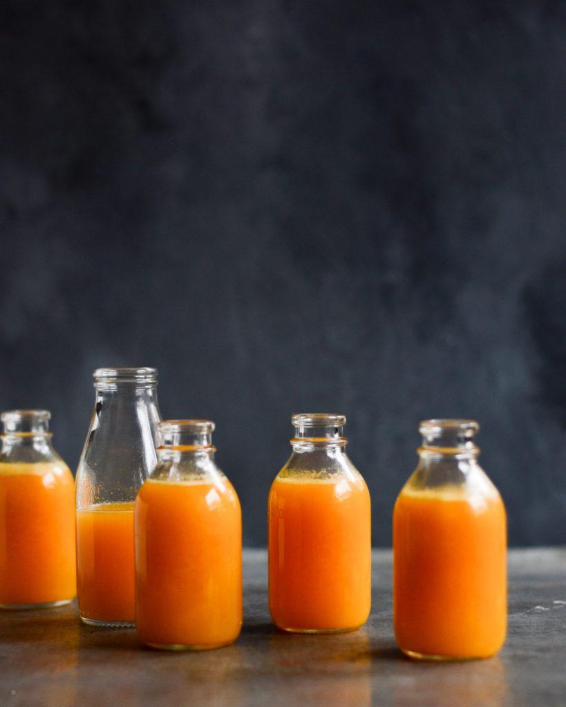 Hjemmelavet appelsinjuice med græskar
