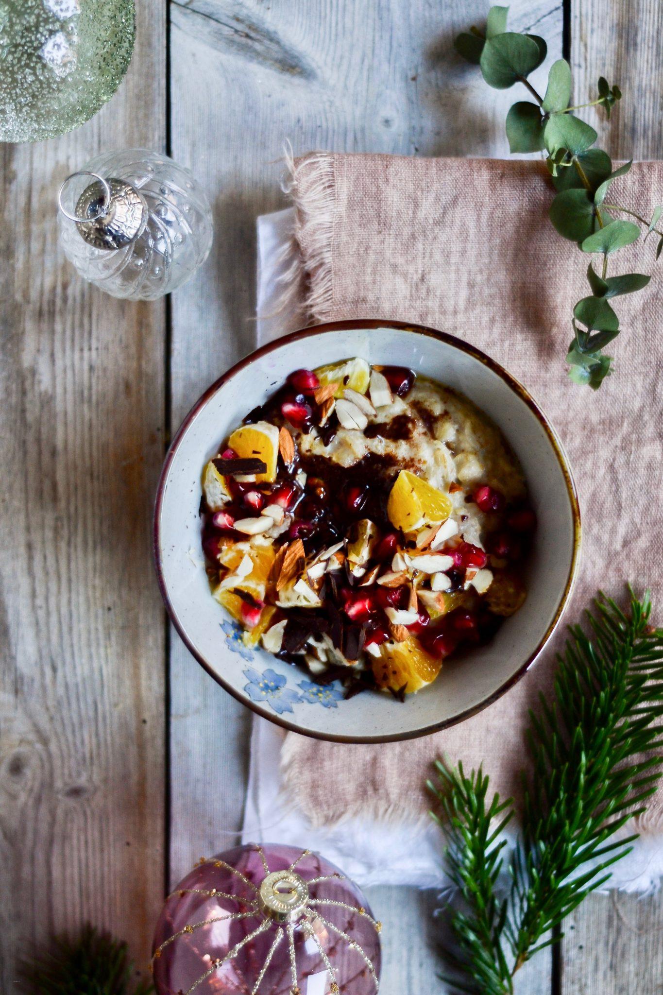 julegroed-med-julekrydderier-appelsin-granataeble-mandler-smoerklat-2 2