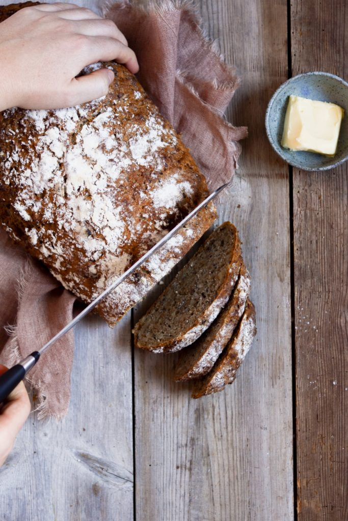 Koldhævet brød med grød 2