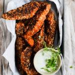 nuggets-med-urtecreme-opskrift-foodstyling-madfotografering-sproede-nuggets-med-kylling-