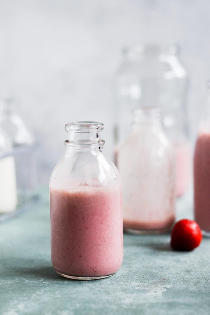sund-jordbaer-milkshake-opskrift-