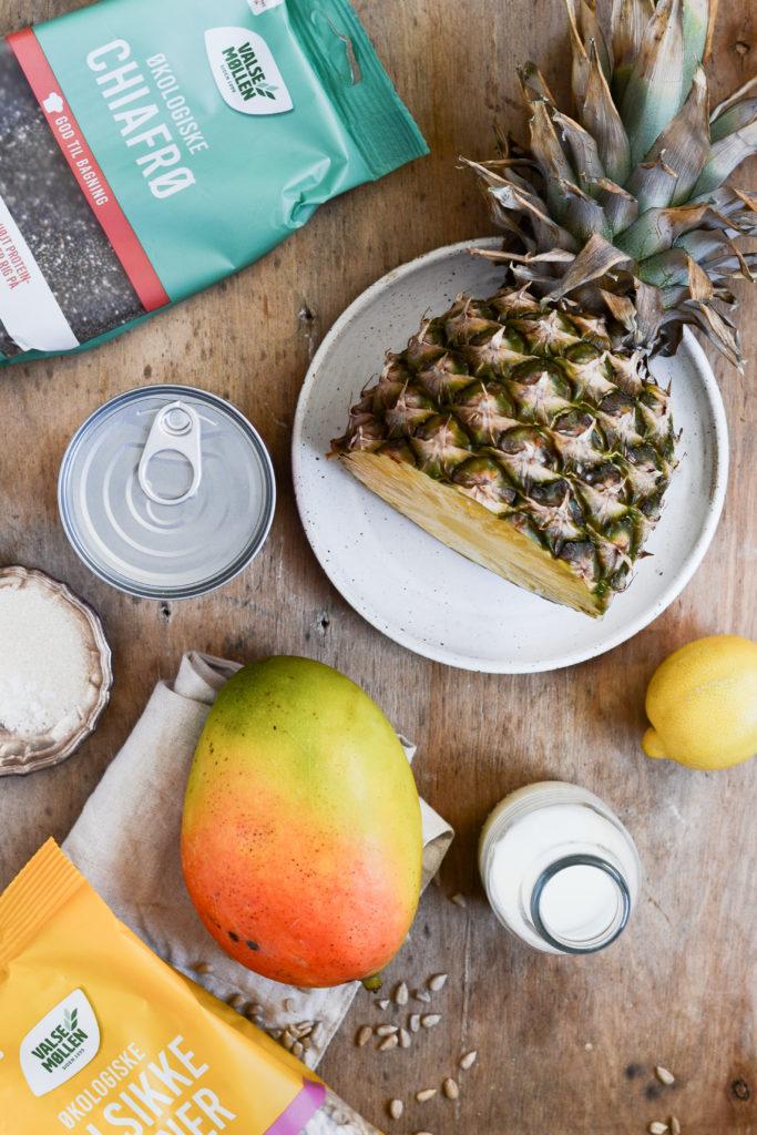 kold kokos chiagrød mango ananas opskrift