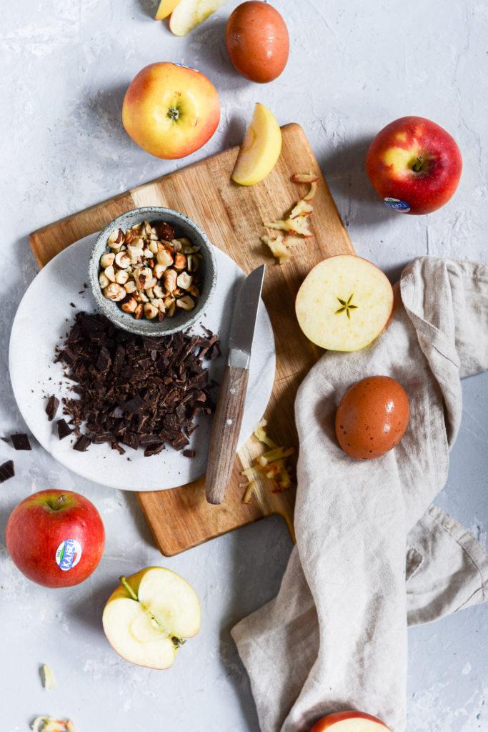 aeblebrud-hasselnødder-chokolade-kanel-opskrift-2