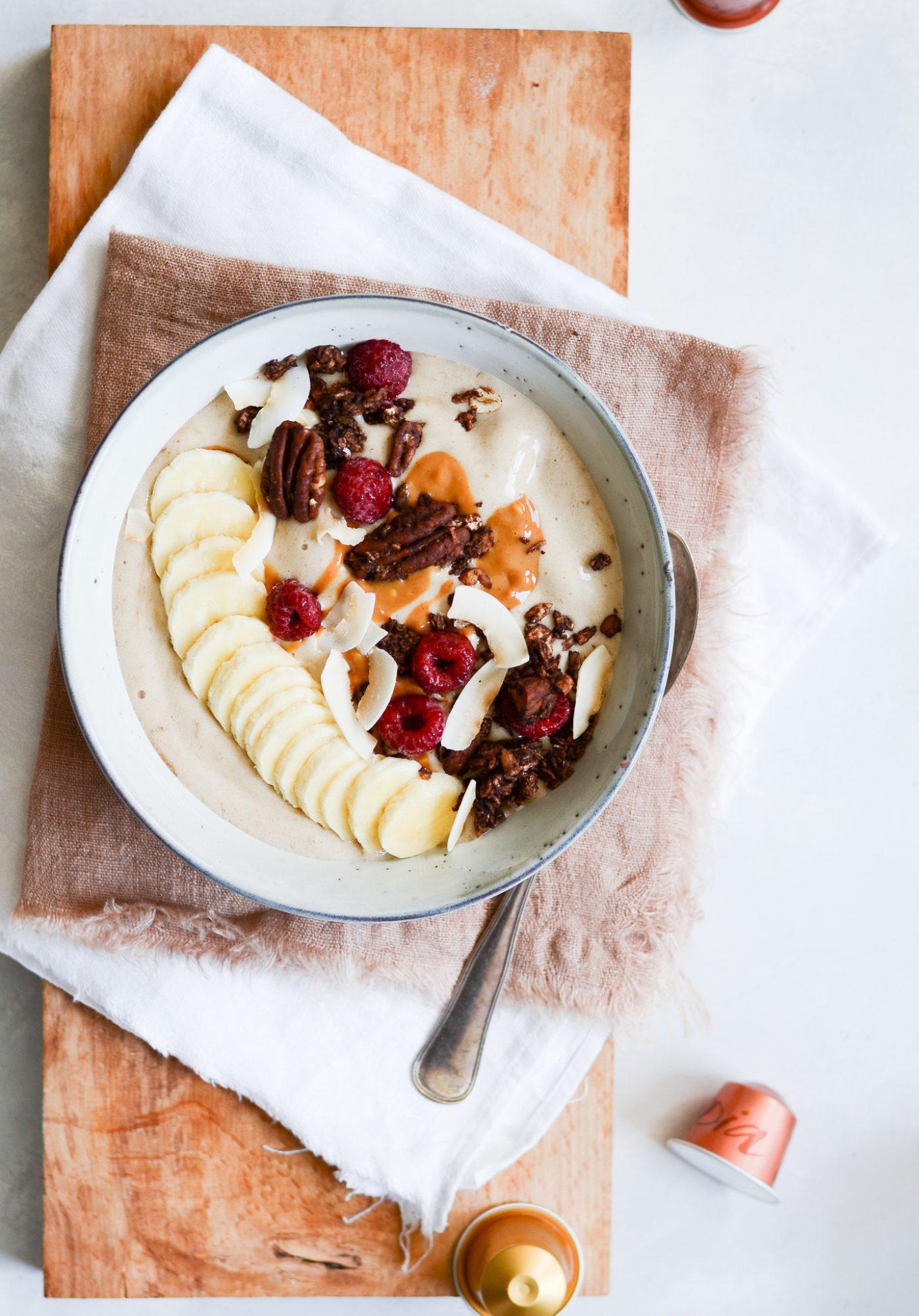 banansmoothie-med-peanutbutter-og-kaffe-opskrift-6