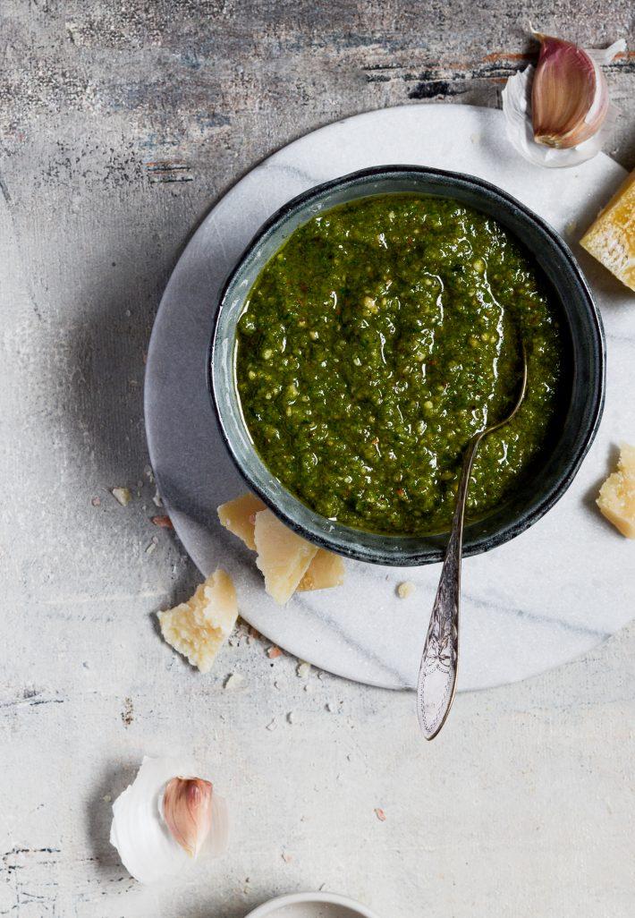gron-pesto-hjemmelavet-klassisk-basisopskrift-